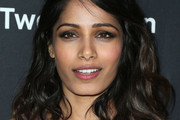 Freida Pinto Medium Wavy Cut
