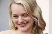 Elisabeth Moss Medium Wavy Cut