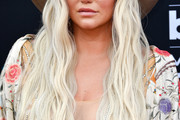 Kesha Long Wavy Cut